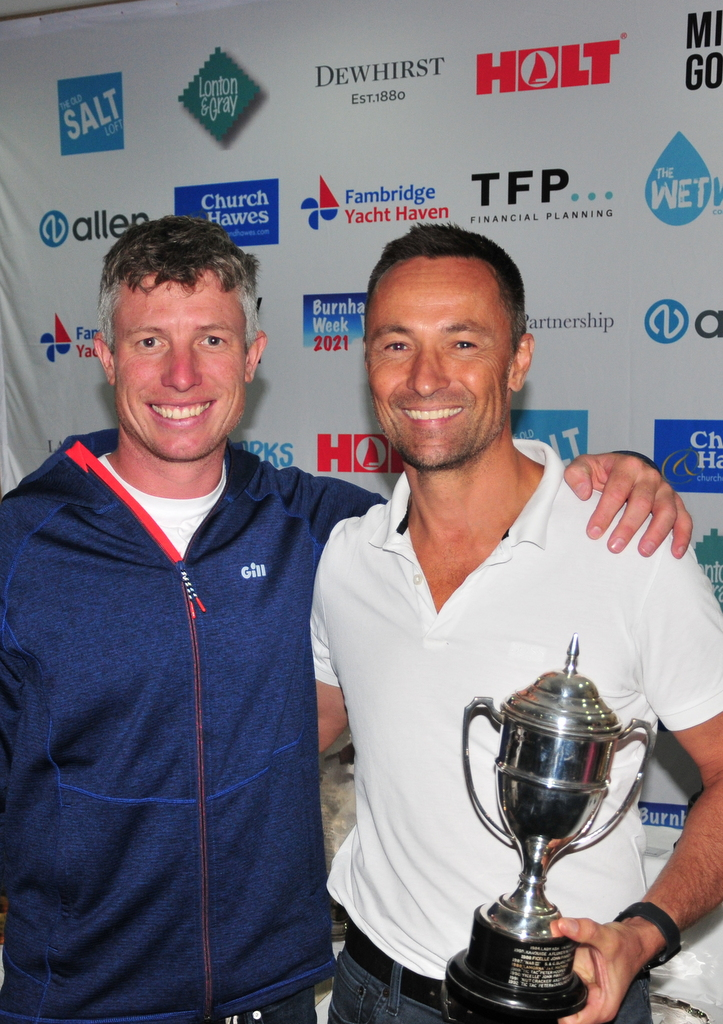 Julian Linton receives the MOCRA nationals trophy from Stuart Bithell – Tokyo Olympic Gold medallist – photo Alan Hanna